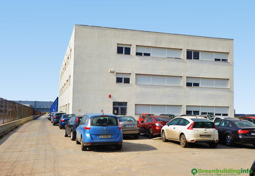 Offices to let in Rosim's Business Center